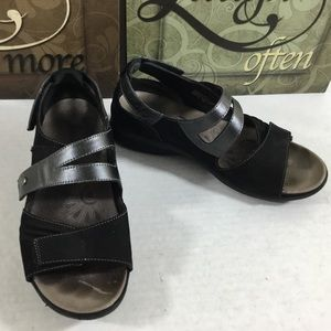 EARTH Apex Black Leather Strappy Wedge Sandals 8W